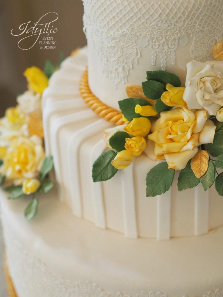 tort Idyllic cu trandafiri galbeni