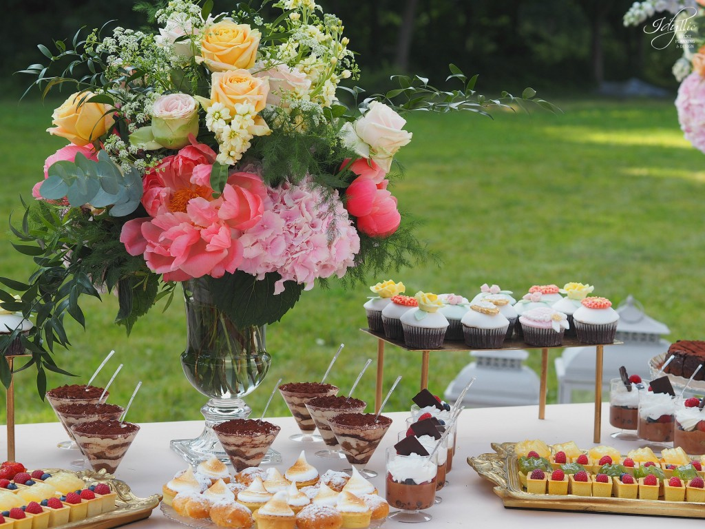 Aranjament floral candy bar