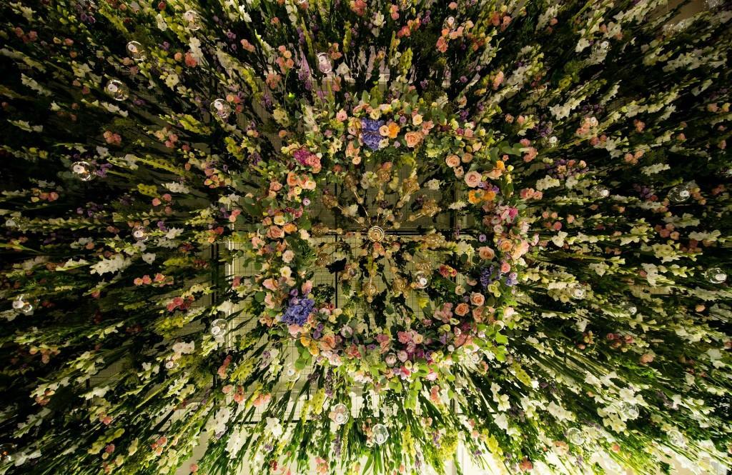 Tavan decorat cu flori