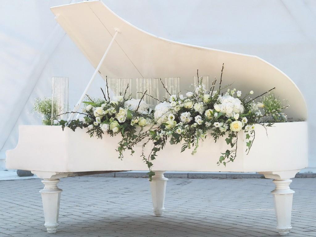 Pian decorat cu flori