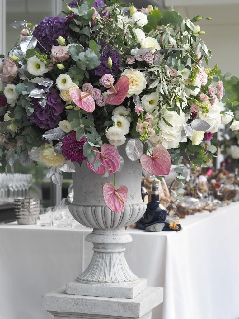 Aranjament floral voluminos
