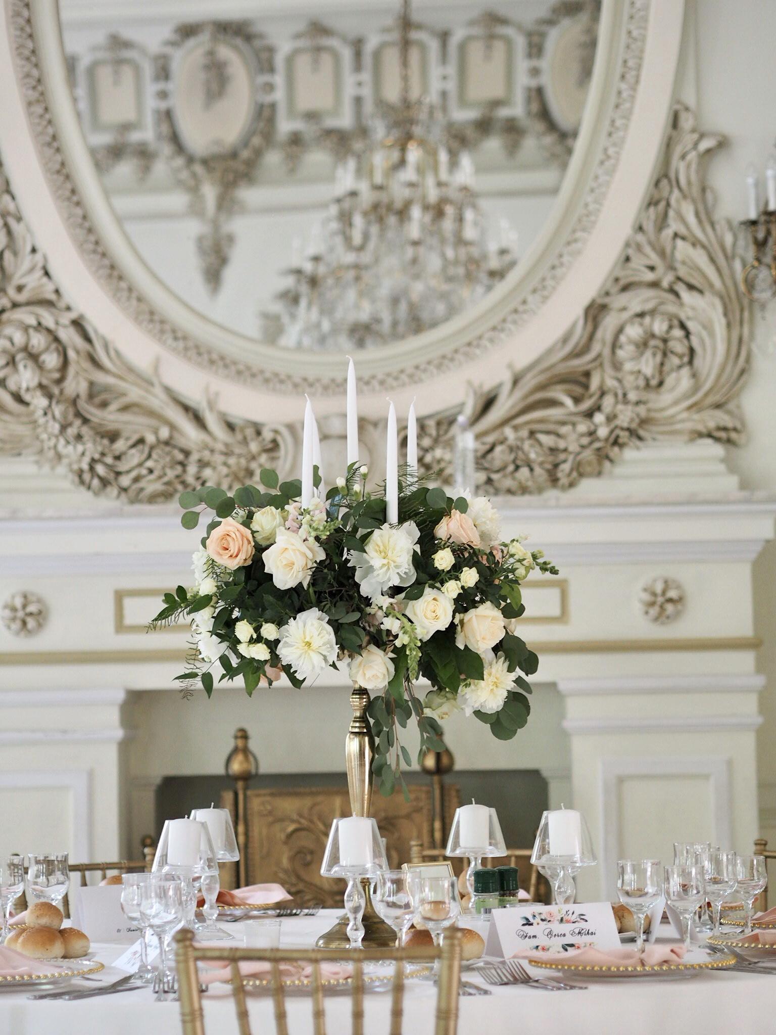 Aranjament floral pe sfesnic nunta Casino Sinaia