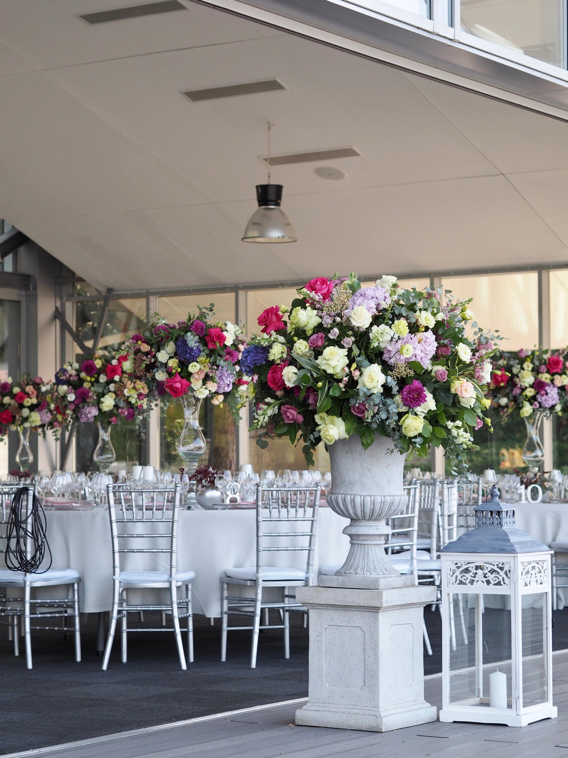 Aranjamente florale intrare nunta Snagov