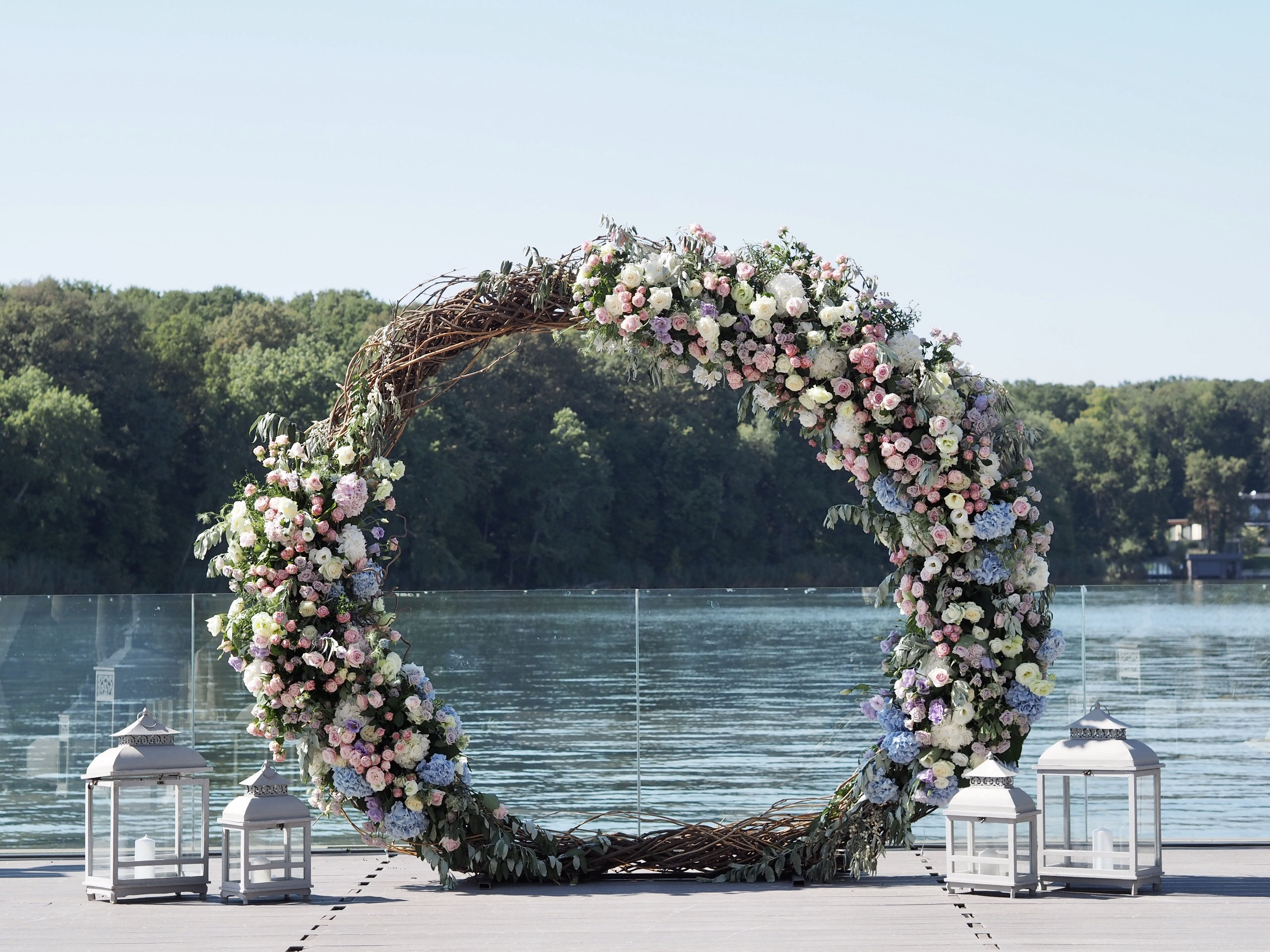 Cerc decorat cu flori